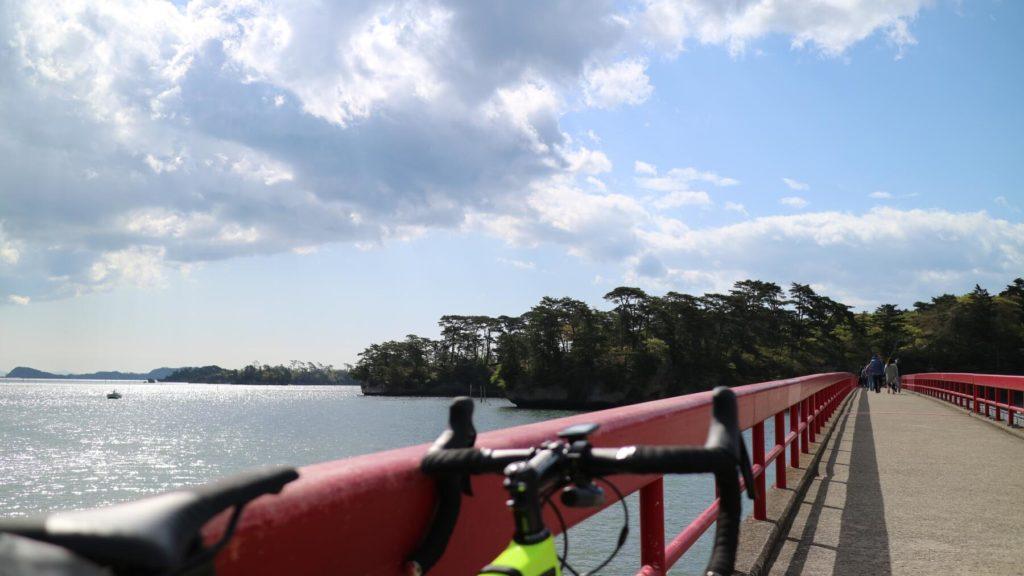松島福浦橋×ロードバイク